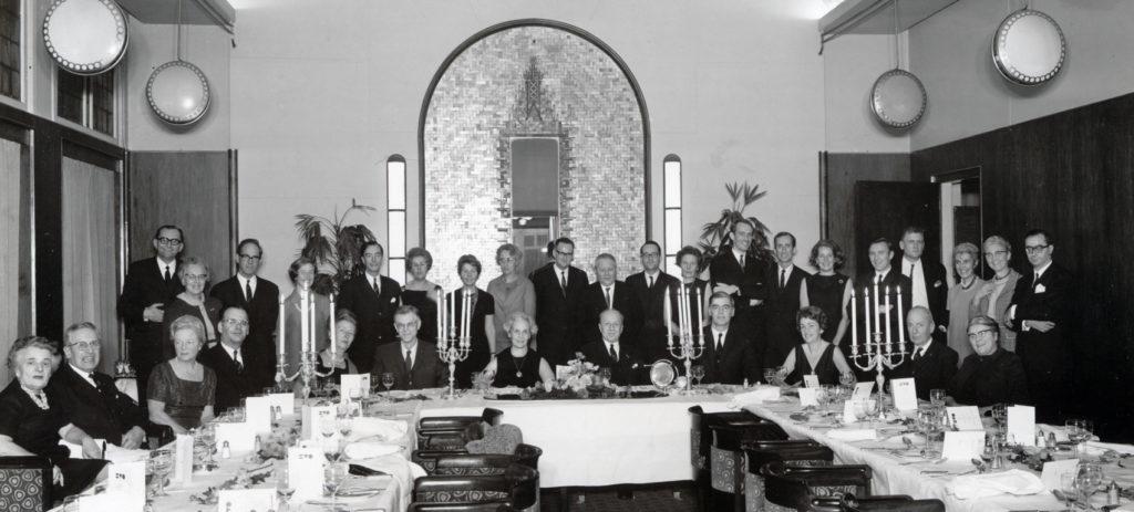 Bij het afscheidsdiner van Stheeman (midden) in 1969. Van den Blink zit aan zijn linkerzijde.